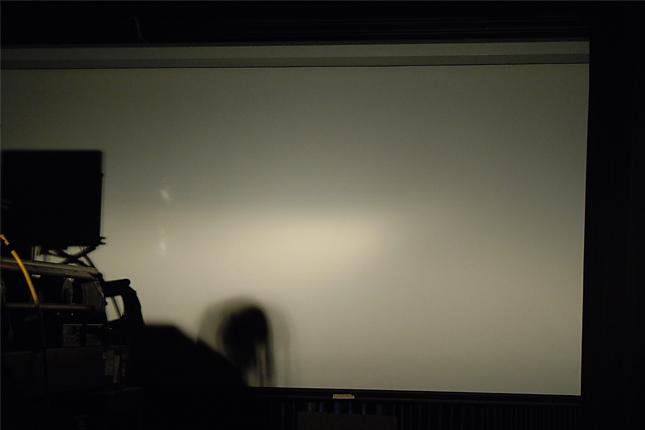 Magas fényerejű izzó világít a matt Astra lámpatestben